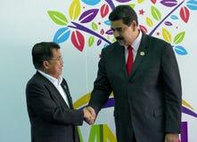 Vicepresidente indonesio Jusuf Kalla y presidente venezolano Nicolas Maduro foto de archivo