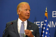 Vicepresidente José 'Joe' Biden y servio P.M. Aleksandar Vucic de los E.E.U.U. fotos de archivo