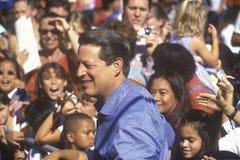 Vicepresidentet Al Gore delta i en kampanj för den demokratiska presidentnomineringen på Lakewood parkerar i Sunnyvale, Kaliforni Royaltyfria Foton