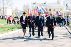 VICHUGA,俄罗斯- 2015年5月9日:以纪念胜利的游行在第二次世界大战,俄罗斯 免版税库存照片
