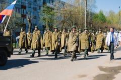 VICHUGA,俄罗斯- 2015年5月9日:以纪念胜利的游行在第二次世界大战,俄罗斯 免版税图库摄影