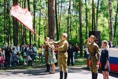 VICHUGA, RUSLAND - JUNI 6, 2015: De viering van de Stad van Vichuga in Rusland De kinderen presteren in nationale kostuums Royalty-vrije Stock Foto