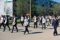 VICHUGA, RUSSIE - 9 MAI 2015 : Régiment immortel - les gens avec des portraits de leurs parents, participants au deuxième Photographie stock libre de droits