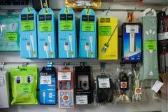 VICHUGA, RUSSLAND - 21. APRIL 2018: Kabel und Drähte für tragbare Geräte und elektrische Geräte Lizenzfreies Stockfoto