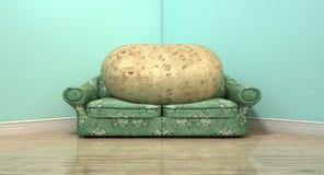 Viciado em televisão no sofá velho ilustração royalty free