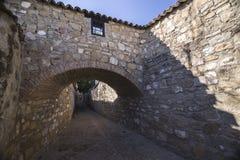 Vicinanza medievale a Baeza, vicolo con l'arco di pietra, Jaen p Immagini Stock