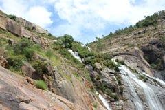 Vicino al fiume di Ezaro waterfal Sea Rocce paesaggio Fotografia Stock