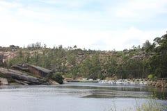 Vicino al fiume di Ezaro waterfal Sea Rocce paesaggio Immagine Stock