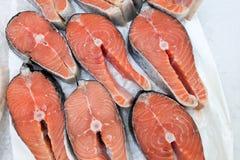 Vicino su, stackson di color salmone organico fresco immagini stock libere da diritti