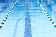 Vicoli di nuotata della piscina Fotografie Stock