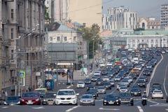 6 vicoli di traffico sul raccordo anulare del giardino a Mosca Fotografia Stock Libera da Diritti