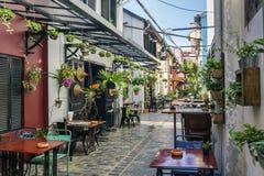 Vicolo con i ristoranti turistici nella vecchia città Cambogia di Siem Reap immagine stock libera da diritti