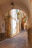 Vicolo. Conversano. La Puglia. L'Italia. Fotografia Stock