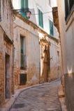 Vicolo. Conversano. La Puglia. L'Italia. Fotografie Stock Libere da Diritti