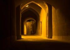 Vicolo coperto in vecchia città di Yazd alla notte, Iran Fotografia Stock