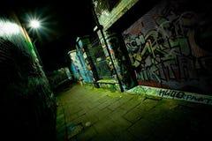 Vicolo dei graffiti alla notte Fotografia Stock