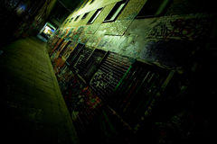 Vicolo dei graffiti alla notte Fotografie Stock
