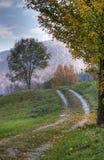 Vicolo del paese in autunno Fotografia Stock