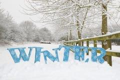 Vicolo del paese di inverno Fotografie Stock Libere da Diritti