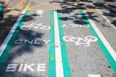 Vicolo della bici di modo di due direzioni Fotografia Stock