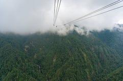 Vicolo della cabina di funivia in alta montagna Immagini Stock Libere da Diritti