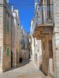 Vicolo di Oldtown di Giovinazzo. Apulia. Immagini Stock