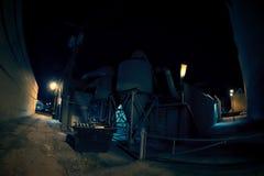 Vicolo industriale scuro alla notte Fotografie Stock Libere da Diritti