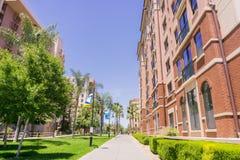 Vicolo nella città universitaria di San Jose State University, San José, California Fotografia Stock