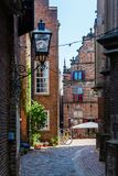 Vicolo nella vecchia città storica di Nimega, Paesi Bassi immagine stock libera da diritti