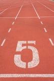 Vicolo numero cinque della pista di atletica immagini stock libere da diritti