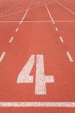 Vicolo numero quattro della pista di atletica fotografia stock libera da diritti