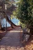 Vicolo pavimentato nel parco di estate, effetto d'annata fotografie stock