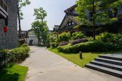 vicolo Pietra per lastricare-pavimentato fra le costruzioni tradizionali cinesi nella s Immagini Stock Libere da Diritti