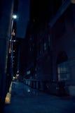 Vicolo scuro della città alla notte Fotografia Stock Libera da Diritti