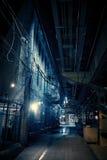 Vicolo scuro della città alla notte Fotografia Stock