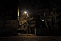 Vicolo scuro della città alla notte Fotografie Stock