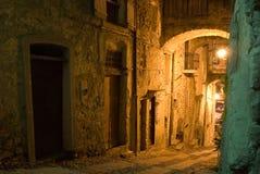Vicolo storico illuminato Immagine Stock