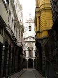 Vicolo storico in una capitale Fotografie Stock