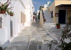 Vicolo stretto nell'isola di Paros, Grecia Fotografia Stock Libera da Diritti