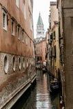 Vicolo stretto a Venezia, Italia Fotografie Stock