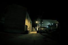 Vicolo urbano scuro della città alla notte Fotografia Stock Libera da Diritti