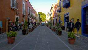 Vicolo variopinto messicano della via delle rane con i turisti archivi video