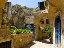 Vicolo in vecchio Jaffo con le rovine della casa Fotografie Stock