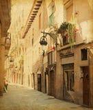 Vicolo vuoto a Barcellona. Immagini Stock