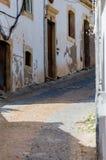 Vicolo vuoto della pietra del ciottolo Fotografie Stock Libere da Diritti