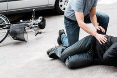 Victime de aide piétonnière d'accidents image stock