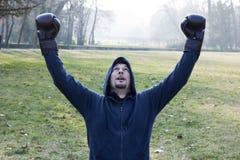 Victoire de atteinte de boxeur Image stock