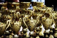 Victoire de trophées de récompense d'or Photos stock