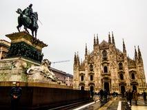 Victor Emmanuel II och Duomo av Milan Royaltyfria Bilder