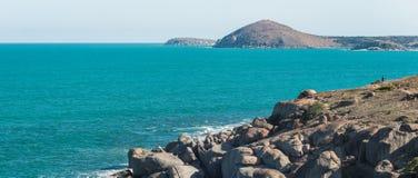 Victor Harbor, isola del granito e un uomo Fotografie Stock Libere da Diritti